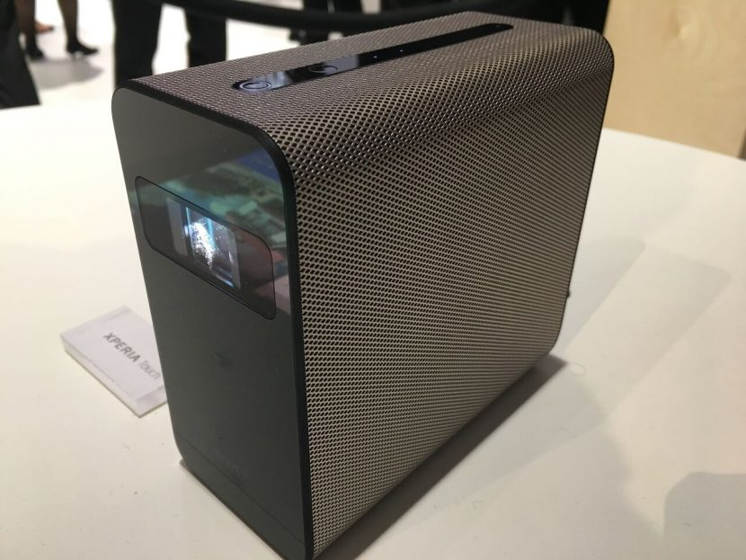 Sony trình làng máy chiếu cảm ứng Xperia Touch